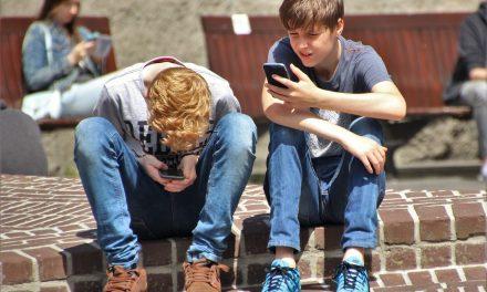 Das erste Handy für ein Kind – Wann ist es zu früh, wann zu spät?